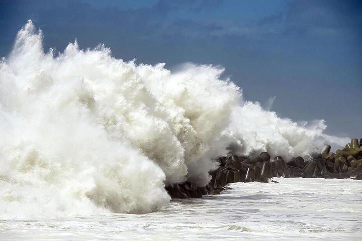 Taifune lösen regelmäßig hohe Wellen und Überschwemmungen in Westjapan aus. Hier 2018 in Kochi, nach dem Taifun Cimaron.