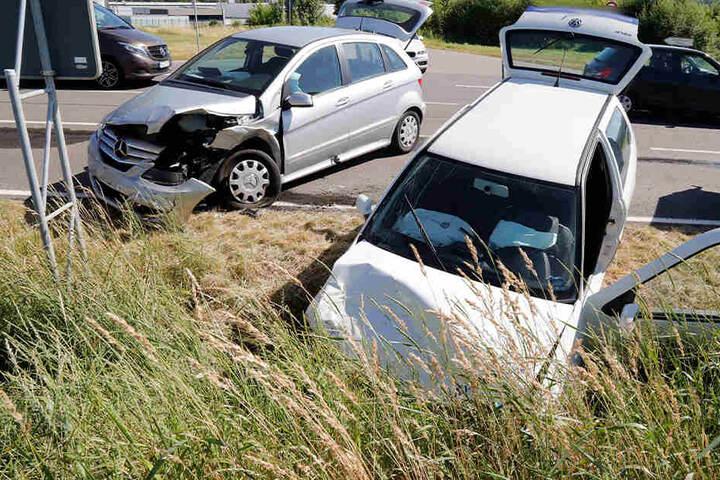 Die beiden Autos stießen auf der B173 am Abzweig zum Gewerbegebiet Falkenau zusammen.