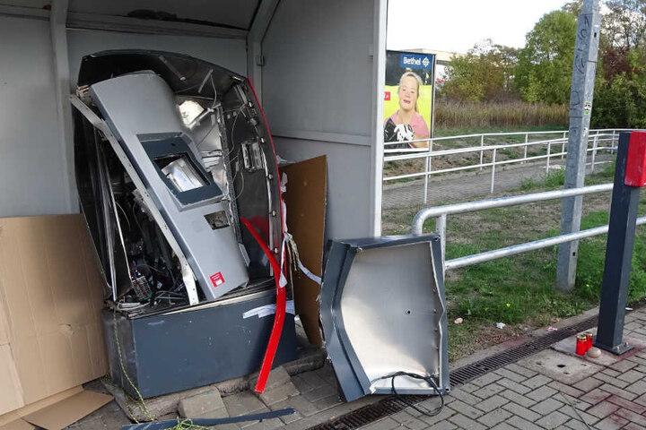 Auch in Dessau-Roßlau, Wolmirstedt und Jeßnitz kam es zu solchen Taten. In Halle (Saale) arbeitet eine Ermittlungsgruppe an der Aufklärung einer Serie von Automatensprengungen.