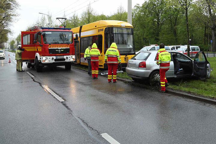 Der Audifahrer übersah die Bahn an der Kreuzung Stübelallee/Müller-Berset-Straße.