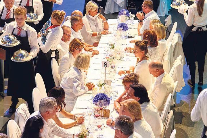"""Ganz in Weiß ließen sich die Gäste des """"White Day"""" kulinarisch verwöhnen."""