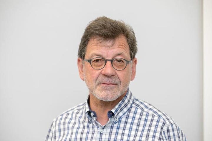 Straßenbauamts-Chef Reinhard Koettnitz (62) stellte gestern Maßnahmen gegen  Unfallschwerpunkte vor.