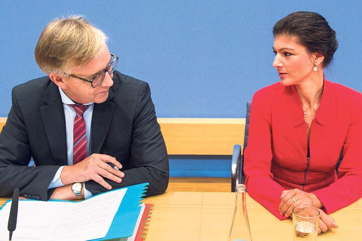 Muss auch im nächsten Bundestag weiter mit Gysi rechnen: die  Linke-Fraktionsspitze Bartsch (58) und Wagenknecht (47, r.).