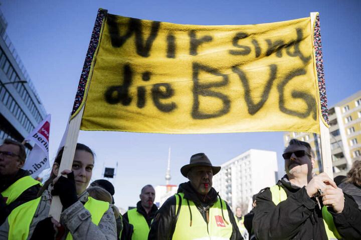 Die rund 14.500 Mitarbeiter der BVG sollen endlich mehr Gehalt bekommen.