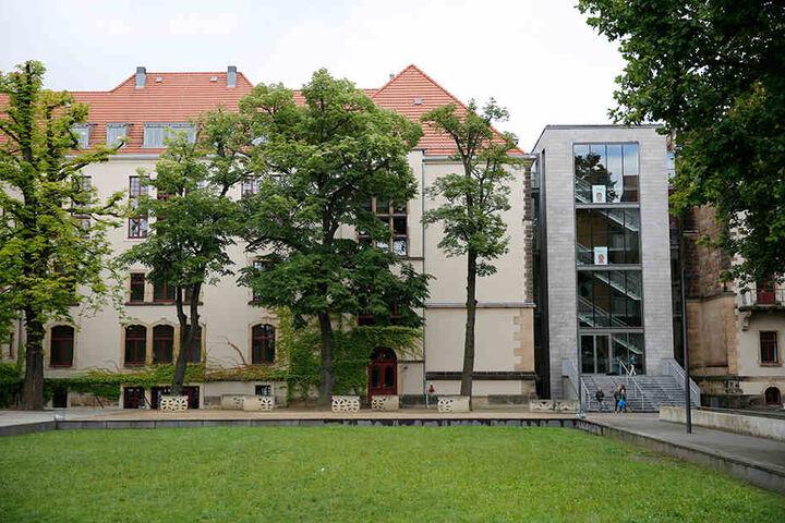 Das Evangelische Kreuzgymnasium in Striesen.