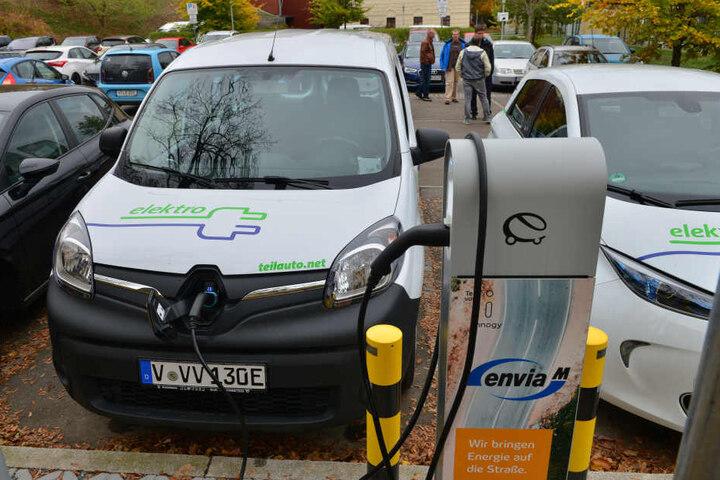 Novum im Vogtland: In der Auerbacher Göltzschtalstraße verleiht der Carsharing-Anbieter teilAuto Elektroautos. Diese wurden vom Verkehrsverbund Vogtland (VVV) zur Verfügung gestellt.