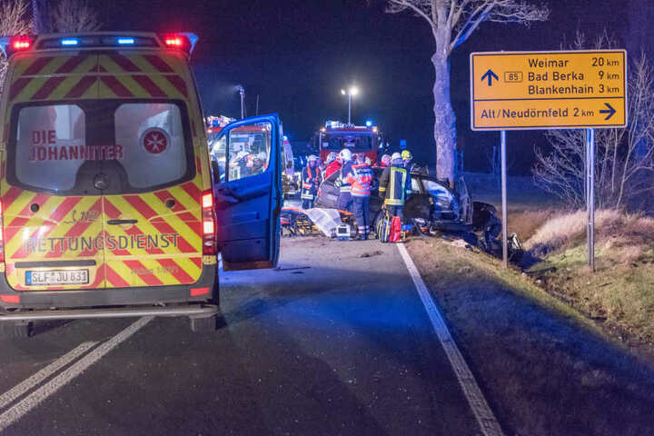 Von der Straße abgedrängt: 30-Jähriger stirbt nach Unfall