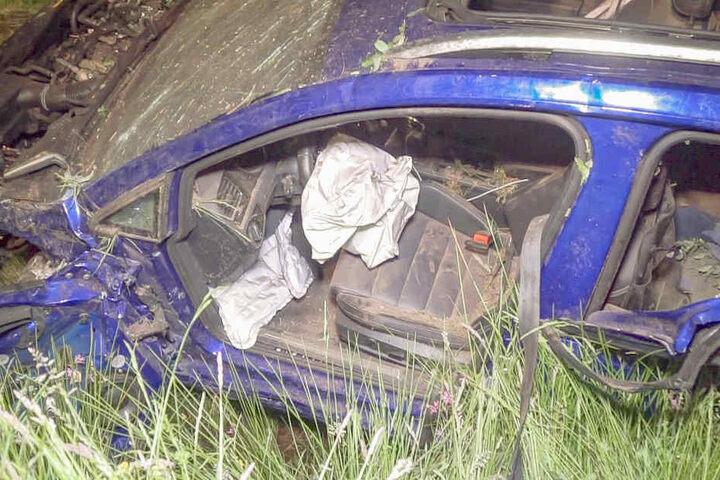Zuvor hatte sich der Wagen mehrfach überschlagen.