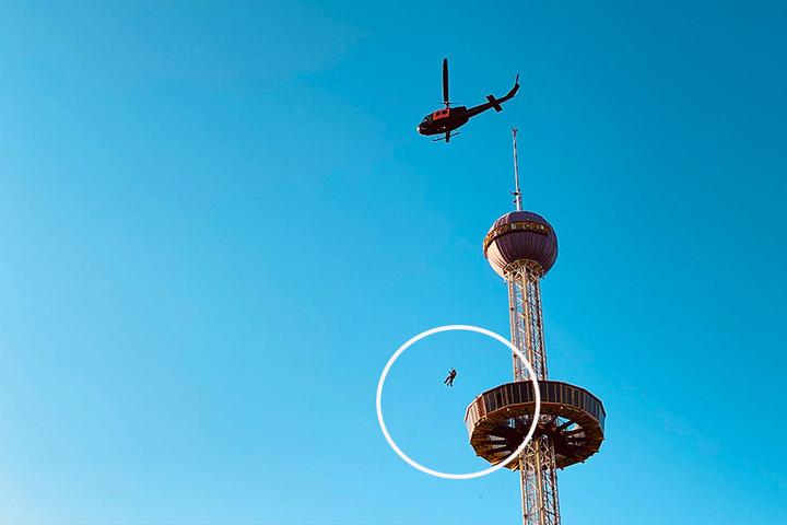 Per Helikopter müssen die Besucher gerettet werden.