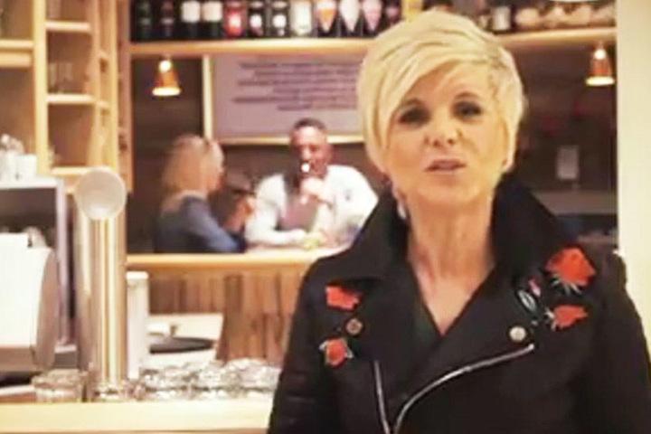 """Im Musikvideo """"Tausend bittersüße Tränen"""" macht die Country-Lady ihren Ehemann zum Liebhaber."""