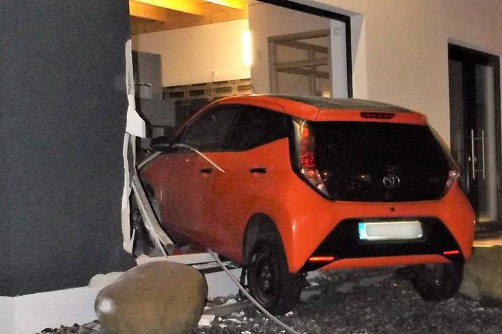 Der Sachschaden wird von der Polizei auf etwa 40.000 Euro beziffert.