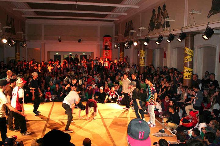 Das Kraftwerk ist für seine Breakdance-Contests (F.) bekannt - diesen Samstag findet der erste Wettbewerb nur für Hip-Hop-Tänzer statt.