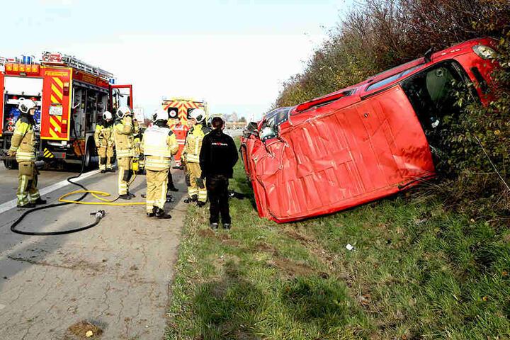 Rettungskräfte der Feuerwehr und Rettungsdienst sind im Einsatz.