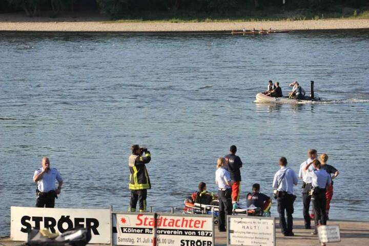 Per Boot und Helikopter suchten Rettungskräfte nach dem Vermissten.