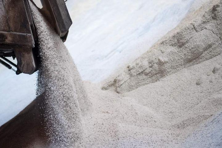 Rund 100.000 Tonnen Streusalz wurden für diesen Winter bereits gelagert. (Symbolbild)