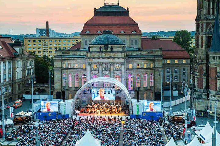 Romantische Kulisse, tolle Events: Die Filmnächte locken auch 2019 wieder Stars auf den Theaterplatz.
