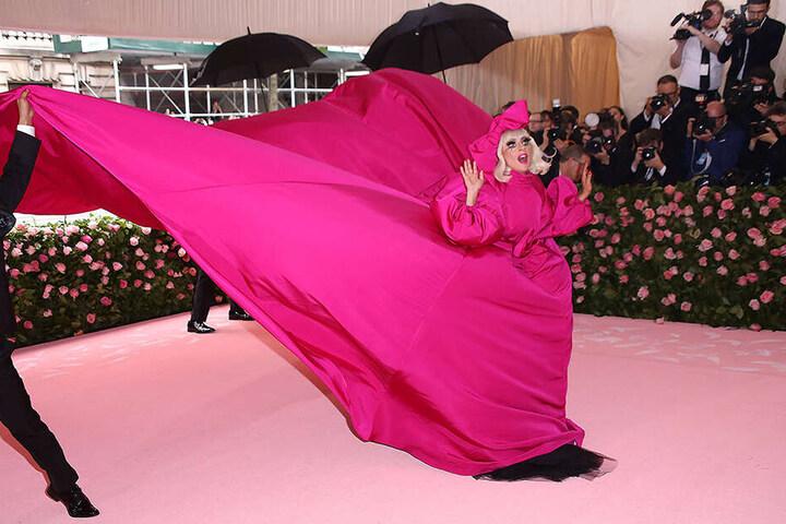 Ihre Looks vom Gala-Abend stammen von Designer Brandon Maxwell (34).