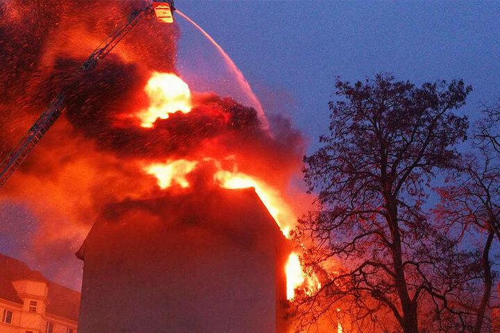 Die meterhohen Flammen zerstörten das komplette Wohnhaus.