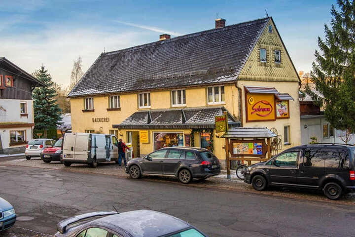 Das gemütliche Haus der Bäckerei Schramm steht in Dorfchemnitz in  Mittelsachsen.