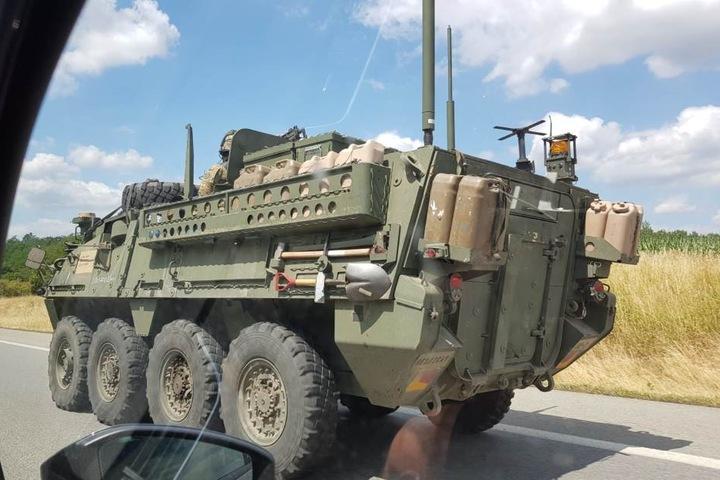 Der Militärtransport musste einen Zwischenstopp einlegen und sorgte zwischenzeitlich für Stillstand auf der Autobahn.