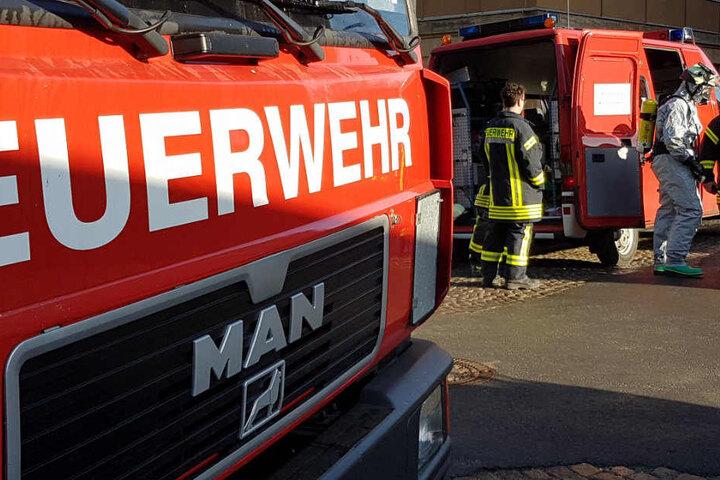 Gefahrgutspezialisten der Feuerwehr rückten an.