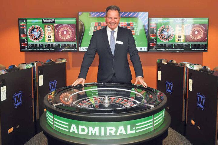 Sachsens Spielbank-Chef Siegfried Schenek spielt übrigens selbst: aller drei  Wochen Lotto!