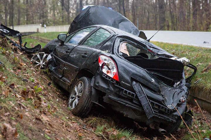Der Fahrer musste verletzt in ein Krankenhaus gebracht werden.