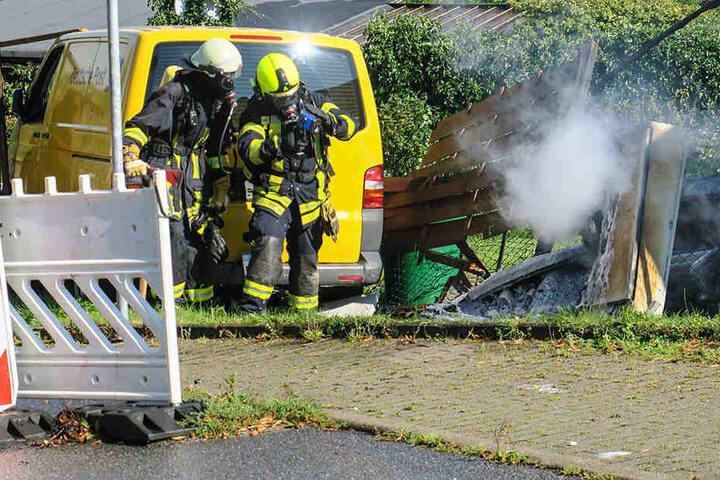 Der Stromkasten fing durch die Kollision Feuer.