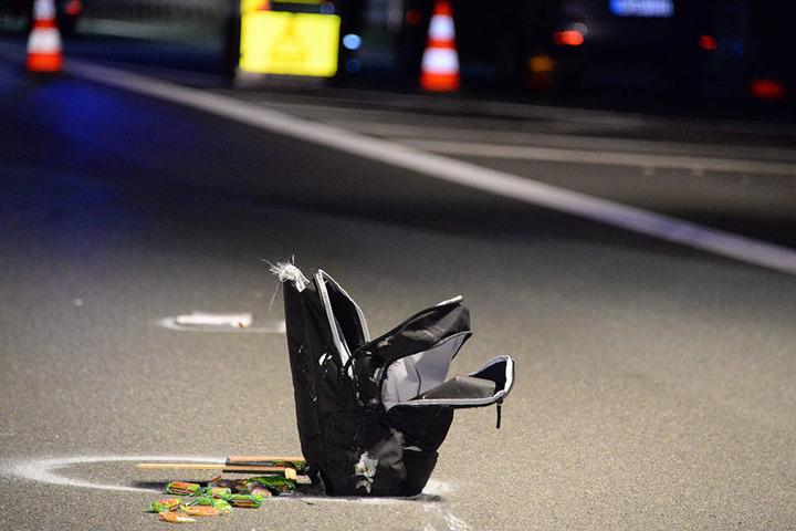 Am Ende blieb nur eine Tasche mitten auf der Autobahn zurück.