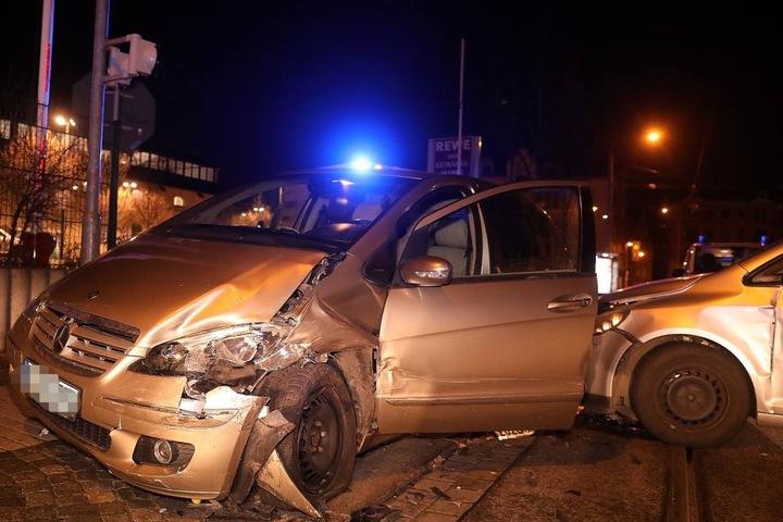 An beiden Autos entstand enormer Schaden.