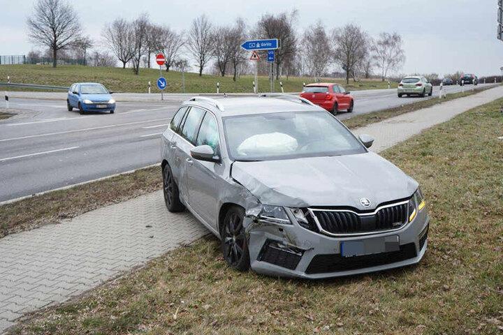 An beiden Fahrzeugen entstand Sachschaden ins bislang unbekannter Höhe.
