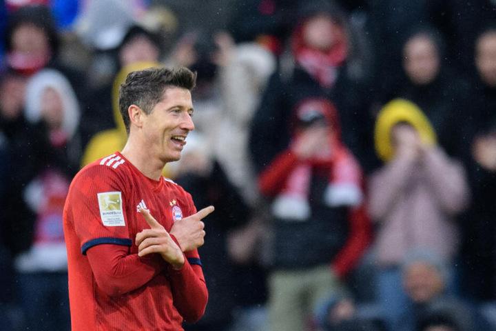 Robert Lewandowski vom FC Bayern München jubelt über seinen Treffer zum 6:0 gegen Wolfsburg.