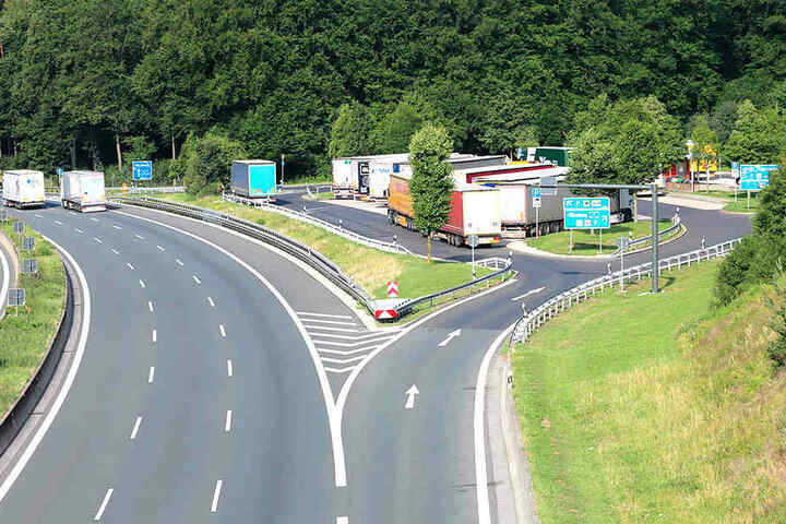 Der in Oberfranken gelegene Autobahn-Rastplatz Sperbes an der A9 - hier vermuten die Ermittler den Tatort des Tötungsverbrechens.