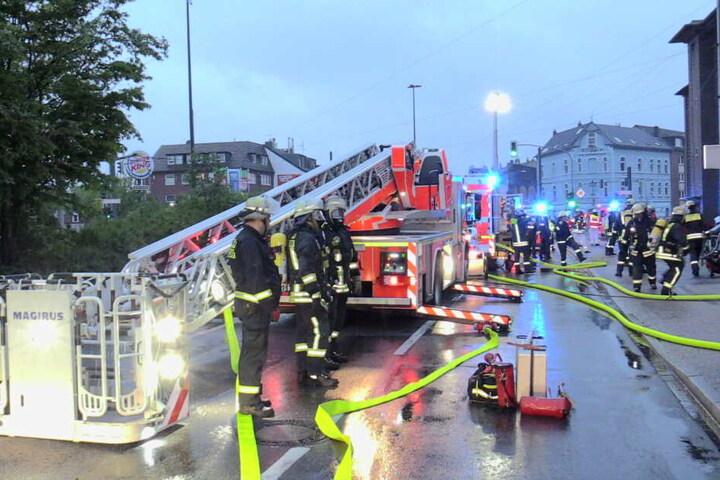 Während des Feuerwehreinsatzes kam es im Umfeld zu massiven Verkehrseinschränkungen.
