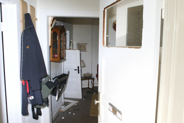 Die Wucht der Explosion riss Türen aus den Angeln und zerstörte Glasscheiben.