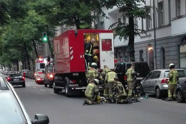 Feuerwehrmänner während des Einsatzes in Neukölln.