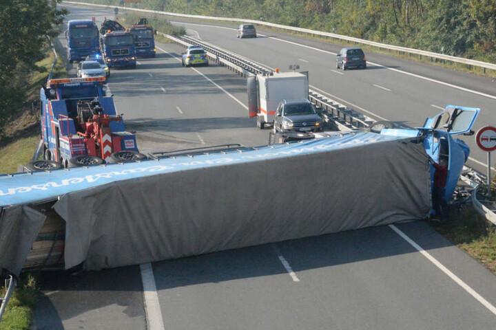 Auch der Seitenstreifen der Autobahn war nicht mehr befahrbar.