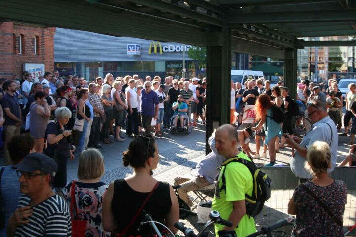 Rund 150 Menschen versammelten sich in Berlin-Schöneweide.