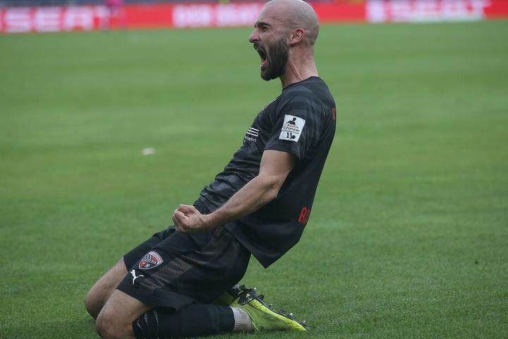 Kniejubler: Nico Antonitsch ballt nach seinem Treffer die Fäuste.
