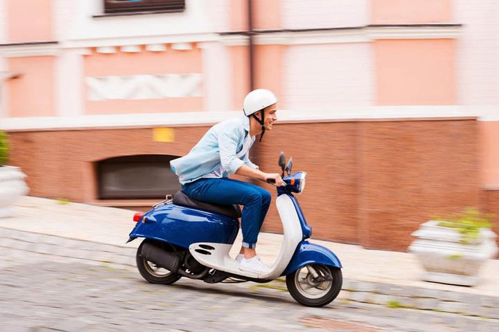 Mopeds und Roller bis zu 50 Kubikzentimeter konnten in den Ost-Ländern bisher schon mit 15 Jahren gefahren werden. Jetzt droht das Ende der Regelung.