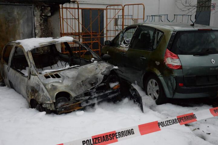 Das Feuer im Renault Twingo war so stark, dass der Renault Scenic stark beschädigt wurde.
