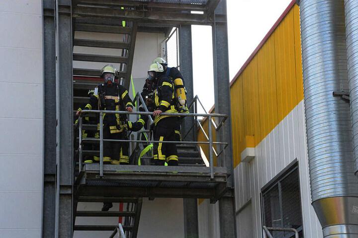 Mit Atemschutzgeräten hatten die Männer kein Problem, den Brand schnell zu löschen.