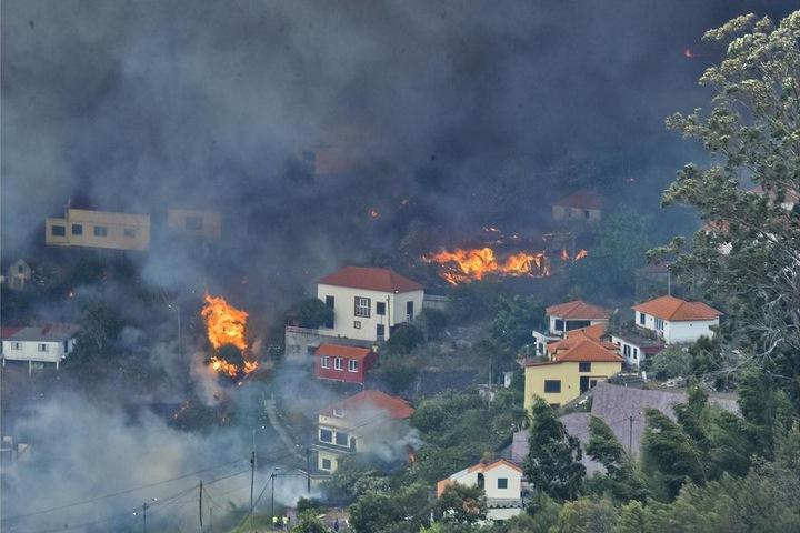 Die Waldbrände toben seit Montag auf der portugiesischen Atlantikinsel.