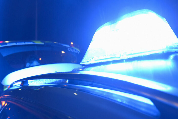 Ein 43 Jahre alter Mann war mit Blaulicht in seinem Auto unterwegs, nun droht Ärger. (Symbolbild)