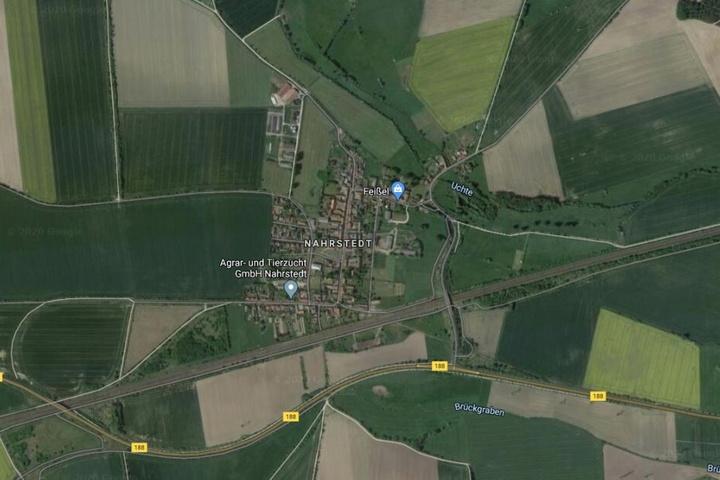 Der Unfall ereignete sich auf einem Feldweg im Ortsteil Nahrstedt.