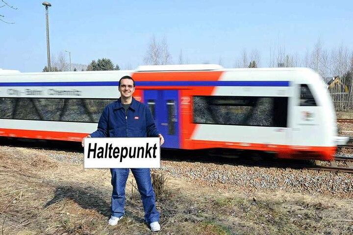 Martin Schmidt (33, Grüne) kämpfte schon 2011 für den Haltepunkt. Nun baut die Bahn einen neuen Stopp.