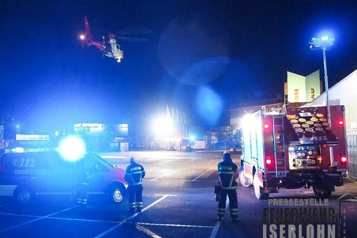 Der Mann stürzte vom Balkon eines Hochhauses und wurde schwer verletzt.