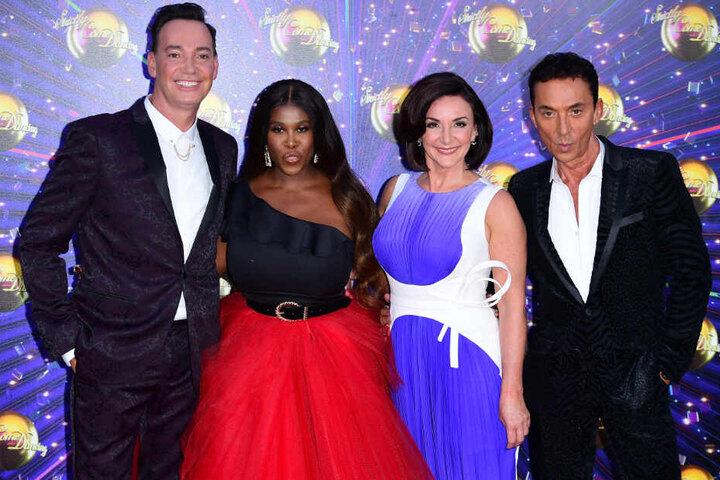 """Craig Revel Horwood (l-r), Motsi Mabuse, Shirley Ballas und Bruno Tonioli, Jury der britischen Tanzshow """"Strictly Come Dancing""""."""