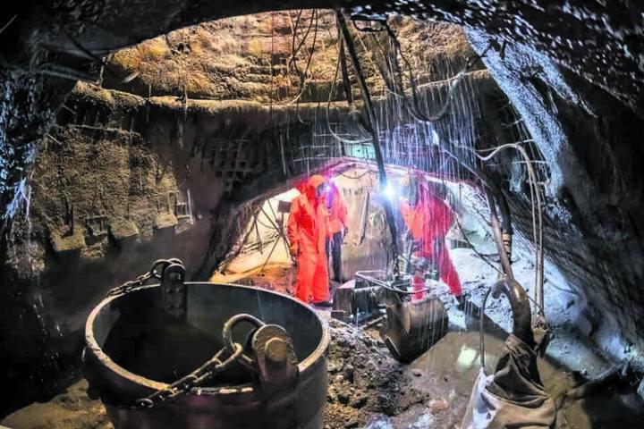 In Pöhlau wurden im 175 Meter tiefen Erkundungsschacht neben Wolfram auch Indium- und Vanadium-Vorkommen entdeckt.