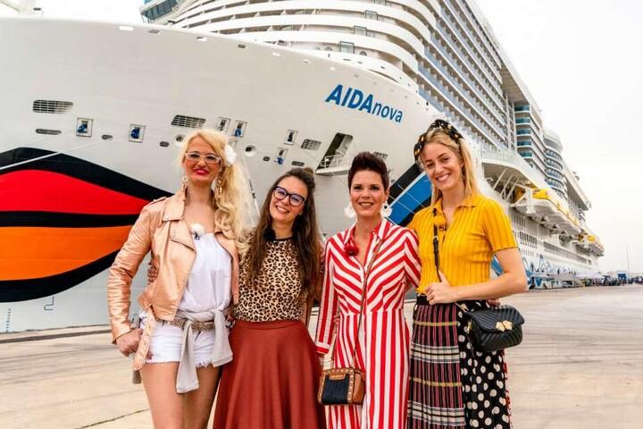 Die Kandidatinnen bei Promi Shopping Queen auf hoher See.